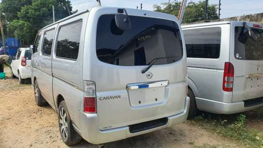 Nissan Caravan image 4