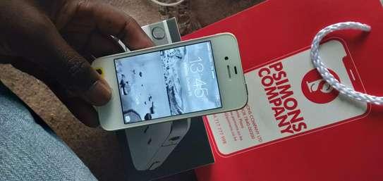 iPhone 4 image 4