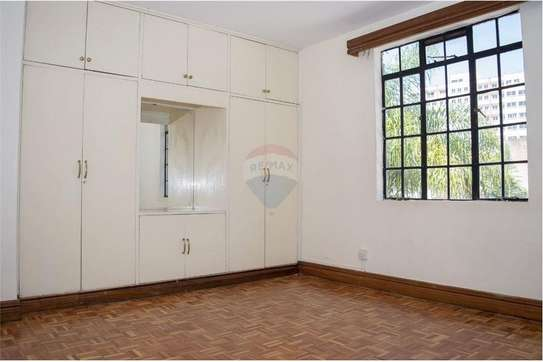 Stunningly Beautiful  3 Bedrooms Apartments In Brookside drive image 6