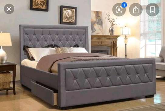 Queen size bed image 1