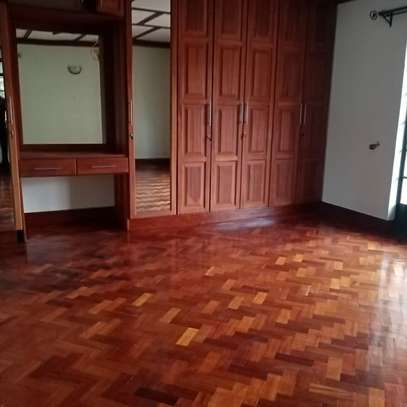 AN EXECUTIVE 4 BEDROOMS TOWNHOUSE WITH DSQ image 4