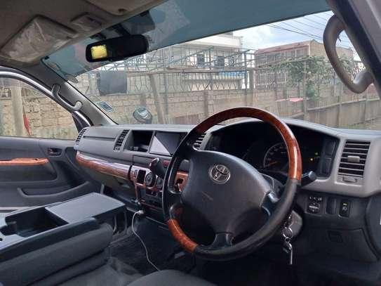 Toyota HiAce 2012 model image 3