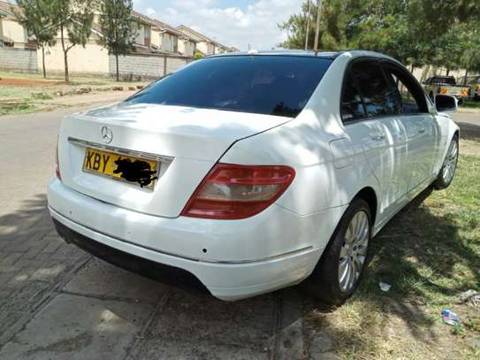 MERCEDES BENZ C200. AT A GOOD DEAL PRICE! image 3