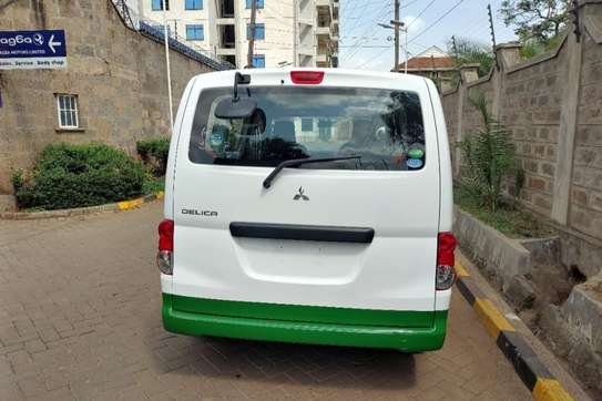 Mitsubishi Delica image 2