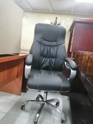 Executive high back office chair image 6