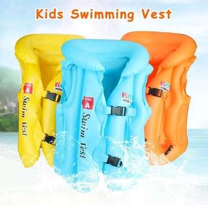 kids swim vest image 1