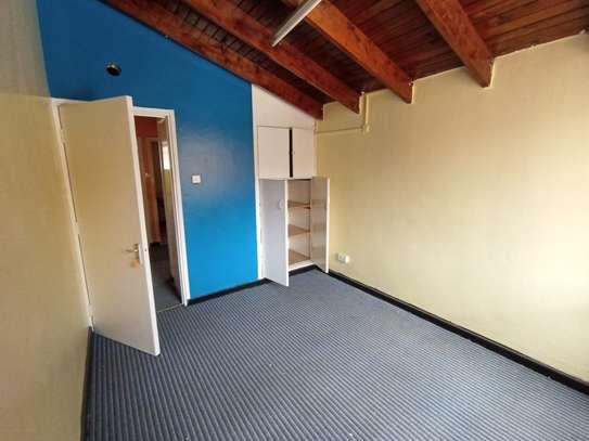 2300 ft² office for rent in Riverside image 2