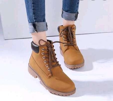 Ladies fashion boots image 3