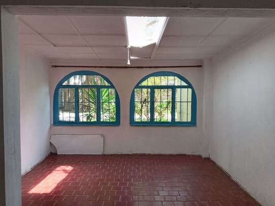 237 m² office for rent in Kilimani image 9