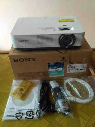 SONY VPL-DX221 Projector image 2