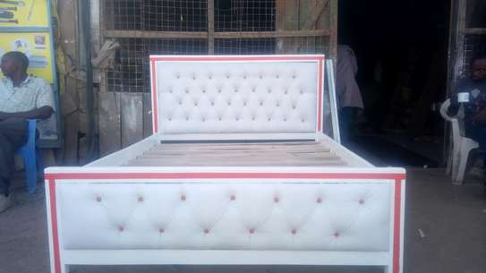 5x6 Tufted bed