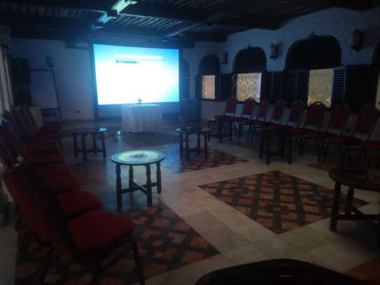 Projectors and screens for Hire image 2
