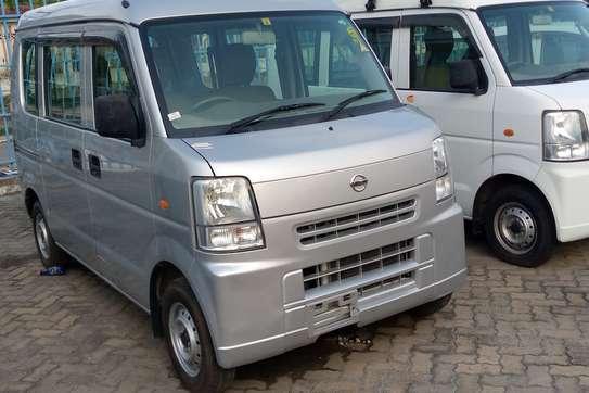 Nissan 100 image 4
