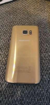 Samsung Galaxy S7 Edge image 2