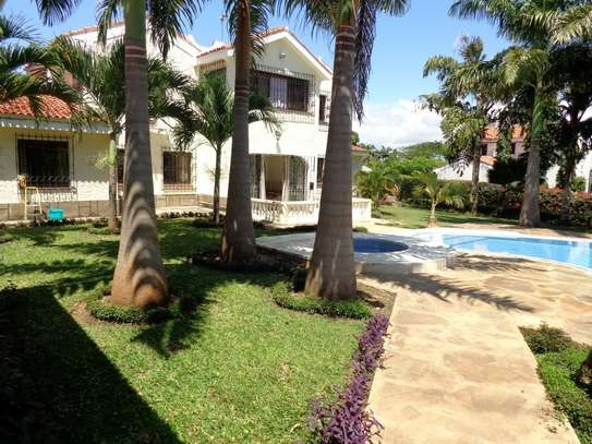 4 br fully furnished house with swimming pool for rent in Nyali. ID1529 image 1