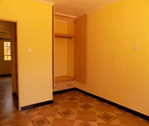 SPACIOUS 2 BEDROOM AT DONHOLM image 2