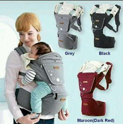 Hip baby carrier