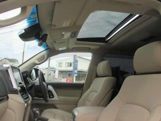 Toyota Land Cruiser ZX V8 2018 18.5M image 6