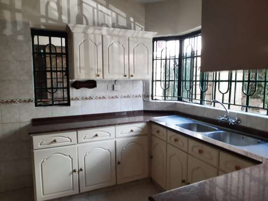 Lovely 3 Bedrooms House To Let in Kileleshwa image 5
