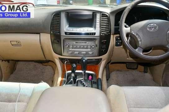 Toyota Land Cruiser image 10