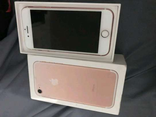 Apple Iphone 7 [ 256 Gigabytes ] With Charging Pad image 2