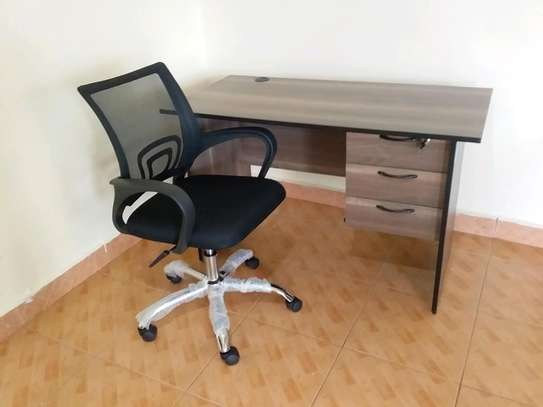 Office desk and Chairs. image 1