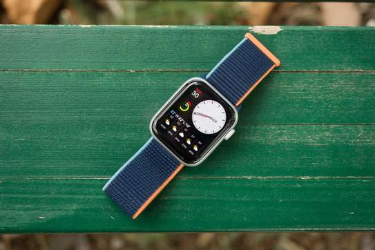 Apple Watch SE: 40mm image 2