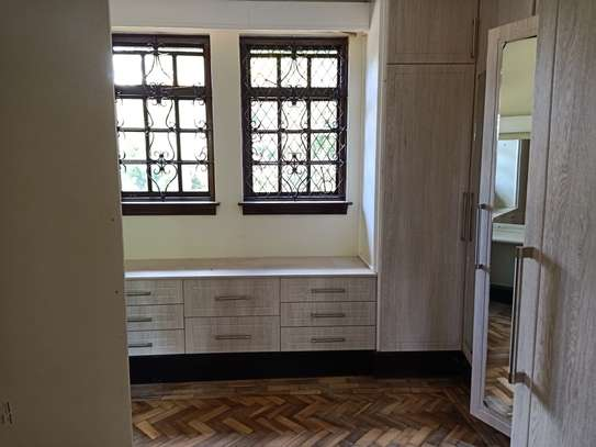 5 bedroom house for rent in Old Muthaiga image 9