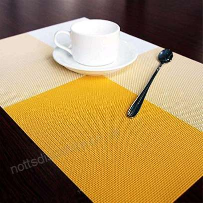 Table mat checked yellow 1pc image 1