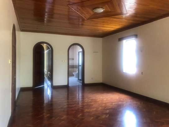 6 bedroom house for rent in Gigiri image 6