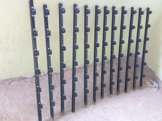 Insulated W post for electric fence image 1