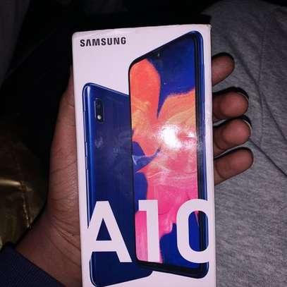Samsung galaxy a10 image 2