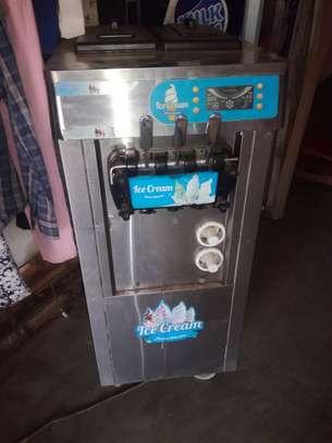 Ice cream machine image 2