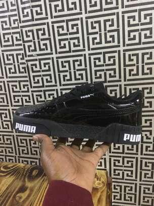 women sports shoe image 4
