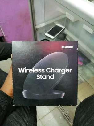 wireless charger stand image 1