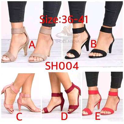 Fashionable low sharp heels image 1