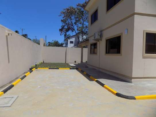 3 bedroom house for rent in Nyali Area image 10