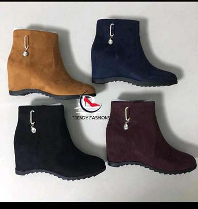 Tredy available ladies ankles boots image 1
