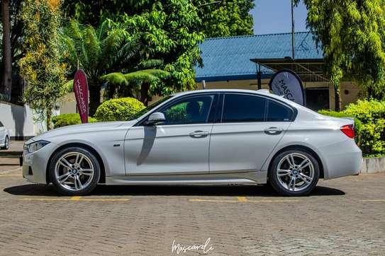 BMW 320i Sport image 12