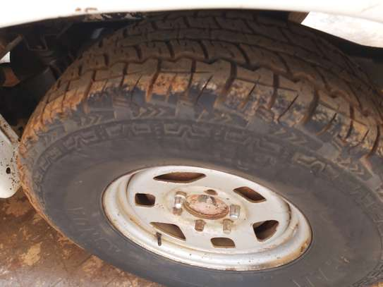 selling two tyres 265/75/16 image 1