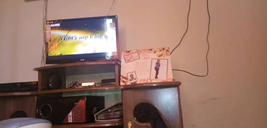LG '24' Inches Tv image 3