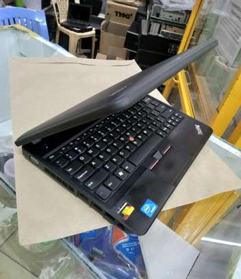 "Laptop Lenovo ThinkPad X131e 12.3"" 320GB HDD 4GB RAM image 2"