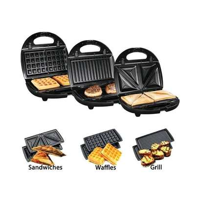 3 in 1 Sandwich, Waffles and Grill maker image 1