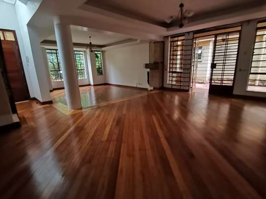 Magnificent 5 bedroom townhouse with dsq image 11