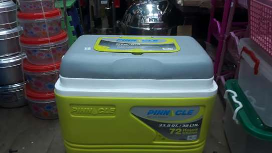 32litre  cooler box/pinnacle cooler box