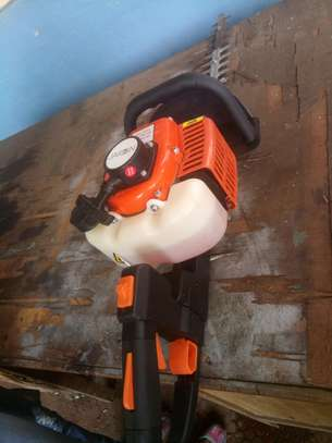 Hedge trimmer image 1
