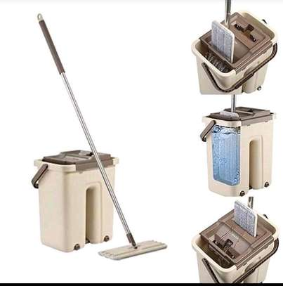 Veltex mop with extra cloth image 1
