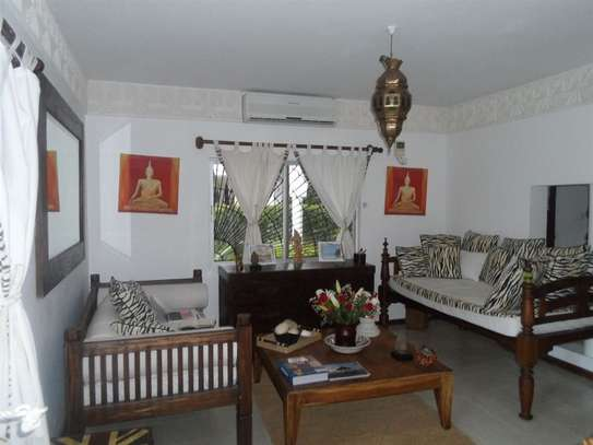 4 bedroom house for sale in Mkomani image 5
