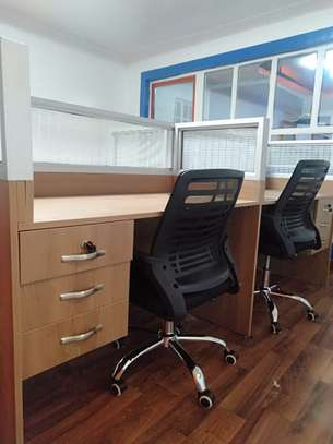 4Way Glass Partitions Workstations Ksh. 68,500.00 With Free Delivery image 3