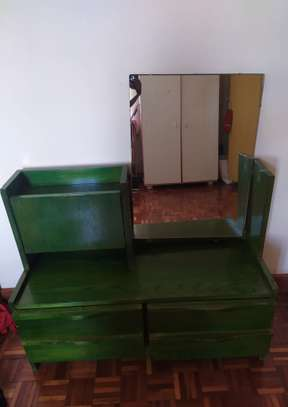 Set of drawers with mirror
